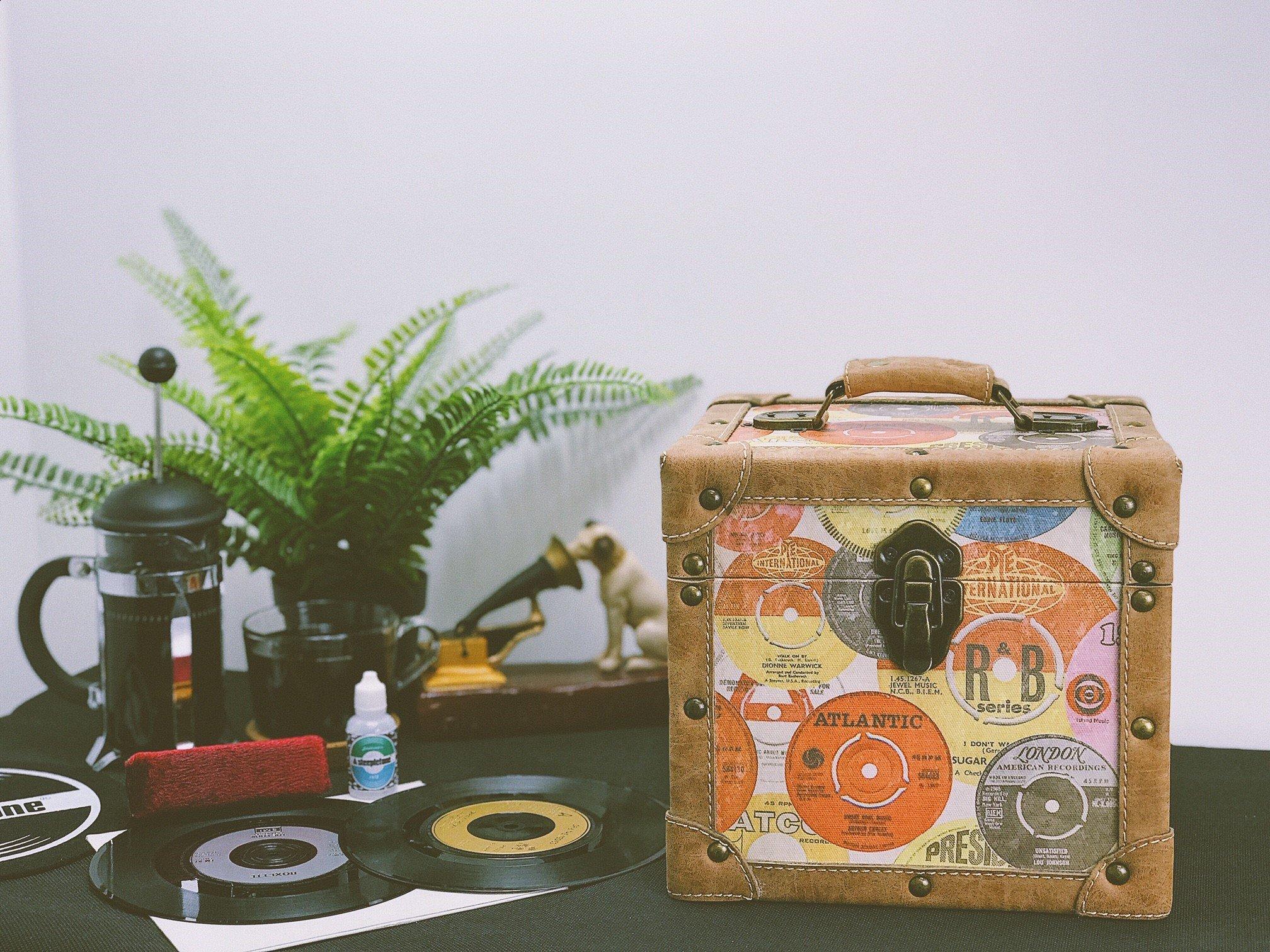 SRB07SGL Retro Vinyl Storage Case